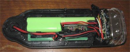 Caricabatteria solare aperto con le tre batterie tampone